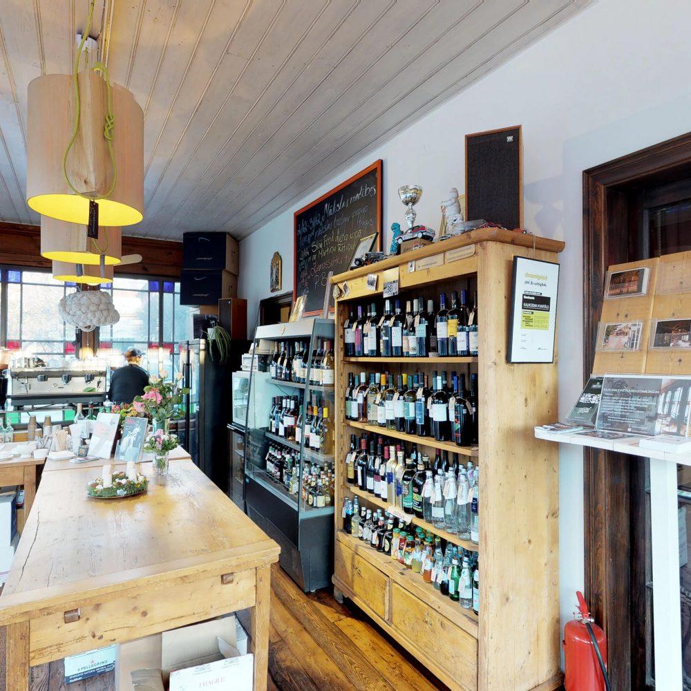 Kalnciema kvartāla Vīnu veikals un kafe